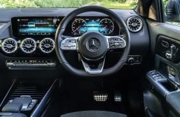 Mercedes-Benz GLA 220 d 4MATIC, 2021, dashboard