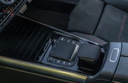 Mercedes-Benz GLA 220 d 4MATIC, 2021, gear lever and console