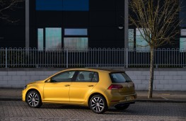 Volkswagen Golf, rear quarter