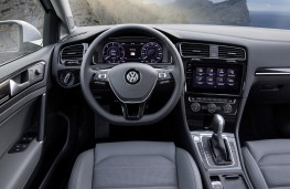 Volkswagen Golf Estate, 2017, interior