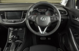 Vauxhall Grandland X Ultimate, 2018, dashboard