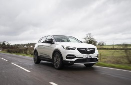 Vauxhall Grandland X Ultimate, 2018, front, action