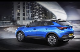 Vauxhall Grandland X Ultimate, 2017, side