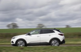 Vauxhall Grandland X Ultimate, 2018, side