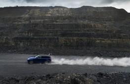 Range Rover Sport SVR, sprint test, gravel, side