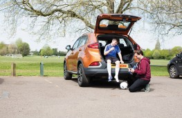 MG GS, interior, rear, family