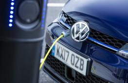 Volkswagen Golf GTE, 2017, charging