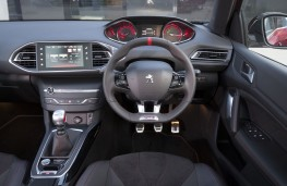 Peugeot 308 GTi, dashboard, sport mode