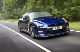 Nissan GT-R, 2011, front