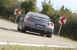 Nissan GT-R, rear
