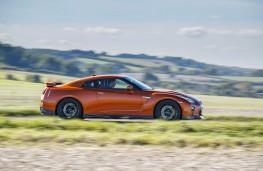 Nissan GT-R, 2017, side
