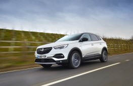 Vauxhall Grandland X Hybrid4, 2020, side, action