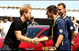 Prince Harry presents gold medal to France, Invictus Games 2016