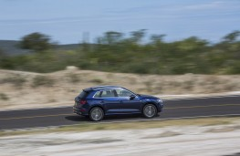 Audi Q5, 2017, side
