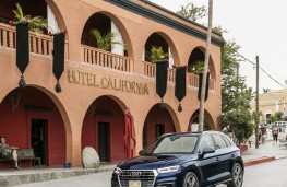 Audi Q5, 2017, Hotel California, upright, crop