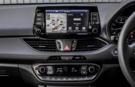Hyundai i30 Fastback, 2018, display screen