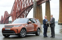 Land Rover Discovery, Scottish Car of the Year 2017 with Jeremy Hicks, Land Rover UK managing director and Stpehen Park, preside