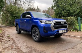 Toyota Hilux Invincible, 2021, front