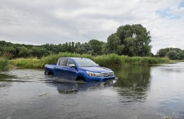 Toyota Hilux, 2016, wading, front
