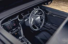 Honda Civic, dash through sunroof