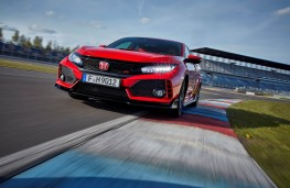 Honda Civic Type R, front action 3