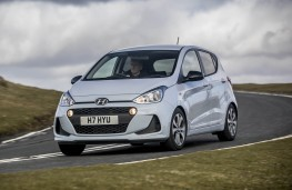Hyundai i10 Play, front action