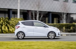 Hyundai i10 Play, side action