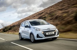 Hyundai i10 Play, front action 2