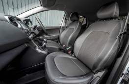 Hyundai i10 Play, front seats