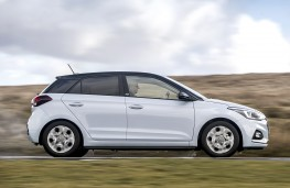 Hyundai i20 Play side