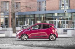Hyundai i10, side action