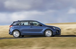 Hyundai i30, action side