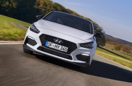 Hyundai i30 Fastback N Line head on