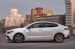 Hyundai i30 Fastback N Line side