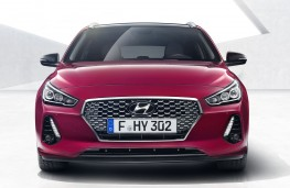 Hyundai i30 Tourer head on