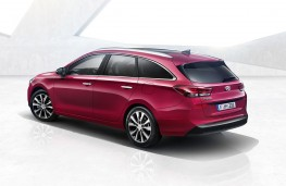 Hyundai i30 Tourer rear threequarter