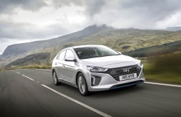 Hyundai IONIQ, front action