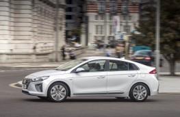 Hyundai IONIQ, side action