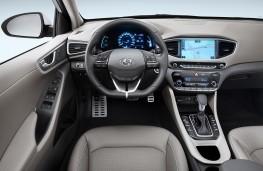 Hyundai Ioniq Plug-in cockpit