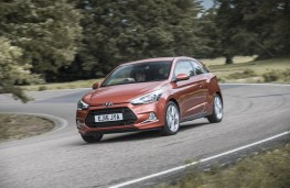Hyundai i20 Coupe, front, driving
