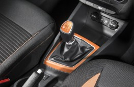 Hyundai i20 Coupe, gear lever