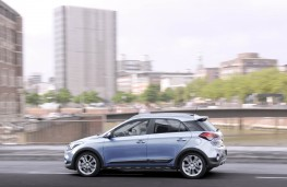 Hyundai i20 Active, side