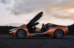 BMW i8 Roadster, 2018, doors