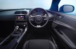 Jaguar XE R-Sport, interior