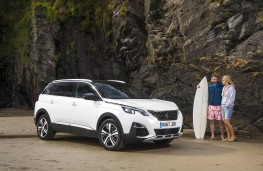 Peugeot 5008, 2017, front, static with surfers