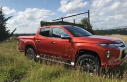 Mitsubishi L200 Barbarian, side