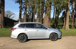 Mitsubishi Outlander PHEV, side