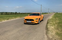 Ford Mustang, front