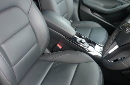 Infiniti Q30, front seats