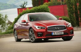 Infiniti Q50, front action 2